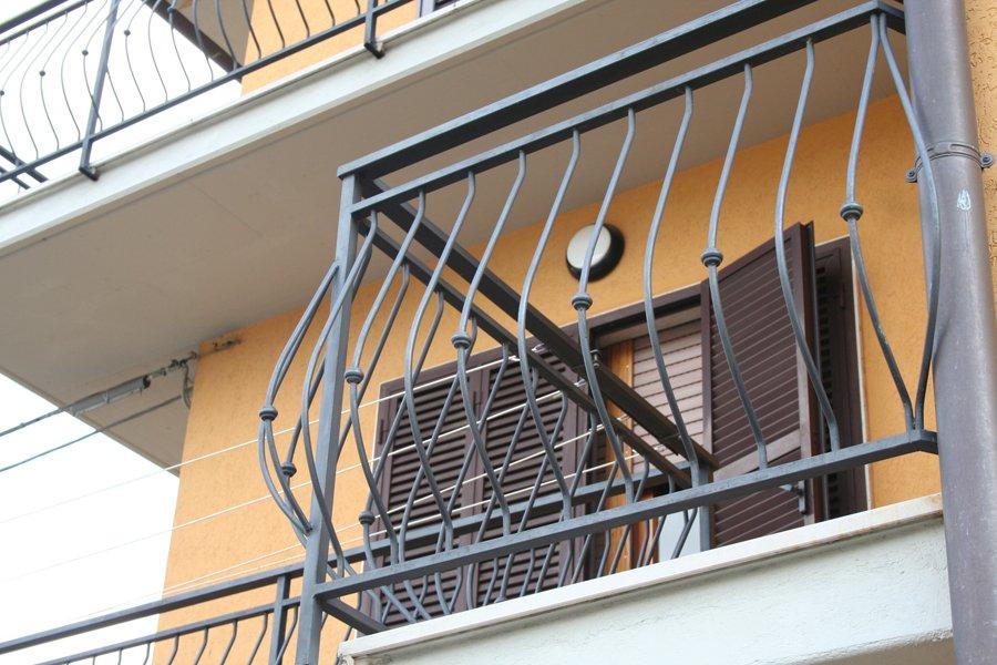 Miluzzi srl lavorazioni in metallo for Arredo giardino ferro battuto